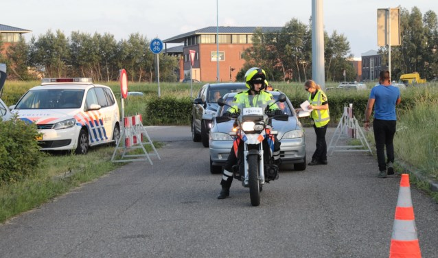 Met behulp van ANPR camera's pikten motorrijders van de politie auto's van de weg en lieten deze controleren. Foto: Jan van Es