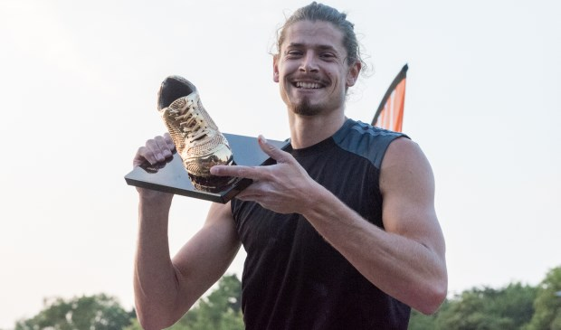 Rutger Koppelaar (Ilion) wint de Gouden Spike met zijn sprong over 5m70 op polshoog bij de Gouden Spike 2018 in Leiden. Foto: Ed Turk
