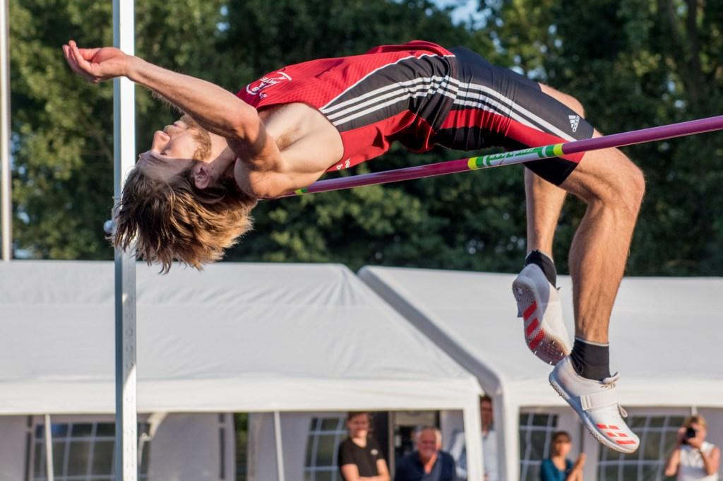 Douwe Amels (Nederland) overbrugt de 2,20 m en dat leverde hem een gedeelde 2e plek op bij de International Highjump Meeting. Foto: Ed Turk Foto: Ed Turk © Postiljon