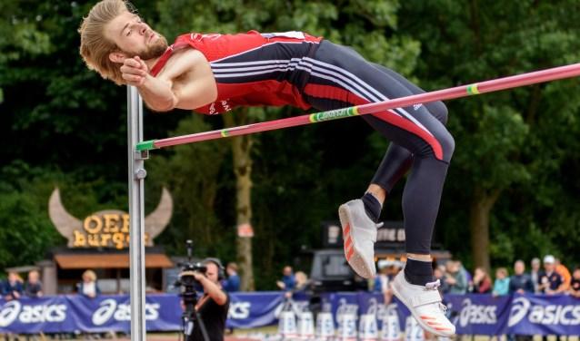 Douwe Amels  (ARV Ilion) met zijn gouden sprong over 2m20 en de eerste plek  bij het NK atletiek in Utrecht. Foto: Ed Turk fotografie