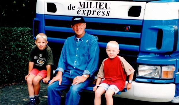 Opa Wim, die 'Witte' (in het midden) is trots op zijn nazaten die net als hij de liefde voor het bedrijf in het hart hebben zitten.
