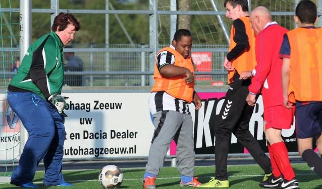 Keeper van het 1e uur Annelies Voogd onlangs tijdens een nieuwe G-traditie; de gewonnen Gijs van Wijk Cup wedstrijd SEV G – SEV Walking Football (2-1) (foto: AW).