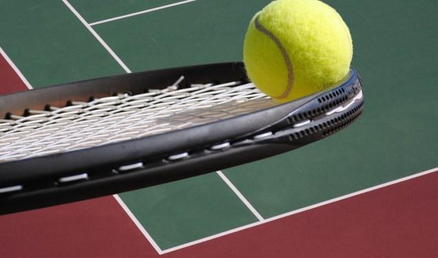 Op Tennispark Overdam wordt op zaterdag 25 augustus een benefiettoernooi 'Tennis voor Eefje' gehouden (stockfoto).