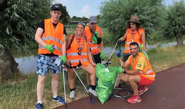 Internationale scouts schoonden parken in de gemeente op in het kader van hun (maatschappelijke) activiteiten tijdens het internationale evenement Roverway (foto: pr Scouting Hubertus Brandaan).