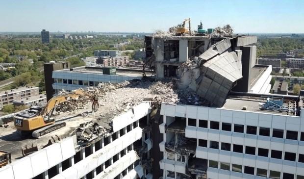 De sloop van het voormalig  CBS-gebouw zorgt voor overlast (Foto: MIchel Groen)