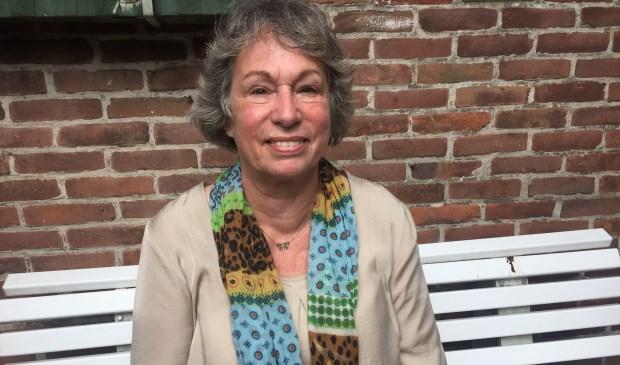 Naast intermediair bij Stichting Leergeld is Sonja Reimerkink ook schuldhulpmaatje en bovendien vrijwilliger bij Stichting Haagse Levensboeken (tekst/foto: Liesbeth van den Ende).