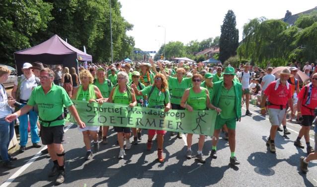 De Vierdaagse van Nijmegen zit er weer op voor de leden van de Sportief Wandelgroep Zoetermeer. Maar liefst 108 wandelaars zijn gefinisht. Foto: pr