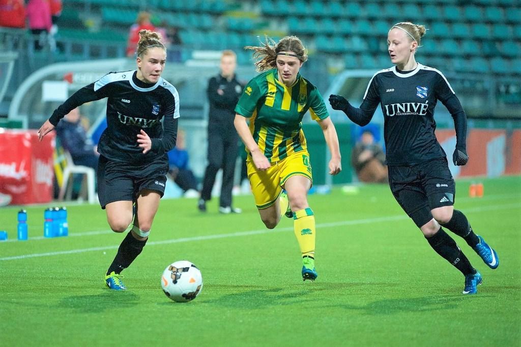 Maartje Looijen tijdens een wedstrijd voor ADO Den Haag vrouwen (foto: privé).
