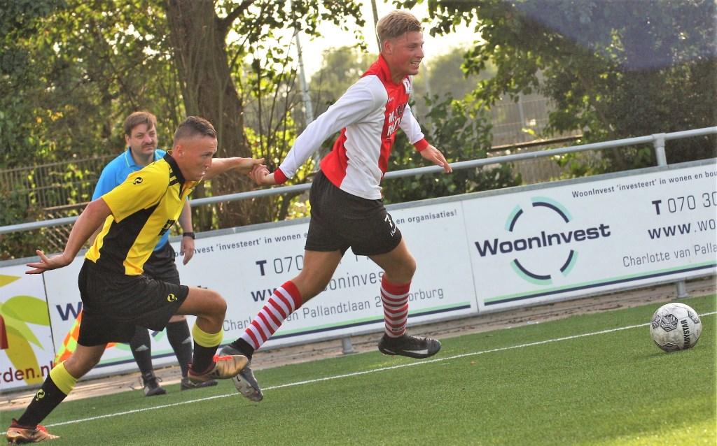 Rechtsbuiten Jeremy van Lochem; succesvol tegen Jong ADO, niet tegen SV Nootdorp (foto: AW).