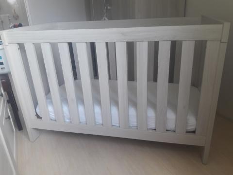 Hoogte Commode Babykamer : Complete babykamer ledikant commode kast matras marktplein