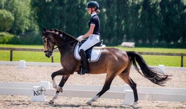 Amazone Isabelle Kleijn uit Zoetermeer heeft zich gekwalificeerd voor deelname aan de NK pony's in Ermelo. Foto: Kathleen van Winden