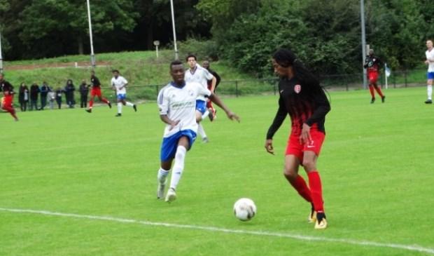 DWO speler Kevin Mbemba maakte een doelpunt van grote schoonheid. Foto: pr