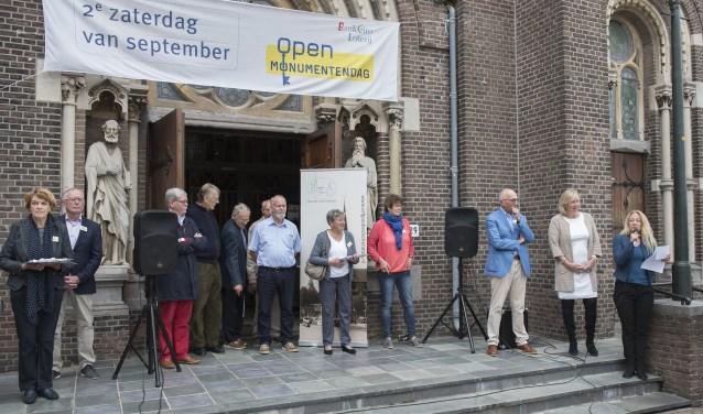 De opening bij de Petrus en Pauluskerk (foto: Michel Groen).
