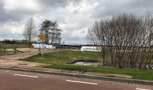 Het hele veld tussen de Zijdesingel en het spoor is bouwplaats geworden voor de werkzaamheden aan The Mall of the Netherlands.
