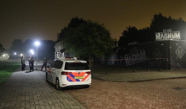 Ter plaatse werd het onderzoek opgestart, dat de hele nacht heeft geduurd. Foto: Regio15.nl / Daan van den Ende
