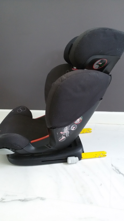Maxi Cosi Autostoel.Autostoel Maxi Cosi Ferofix Met Isofix Vanaf 3 5 Jaar Marktplein