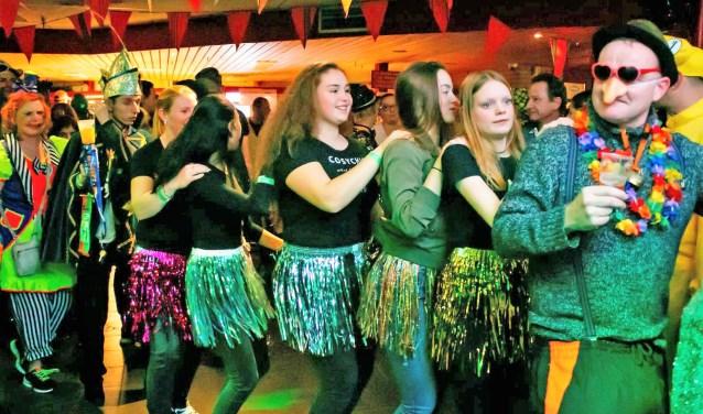 Tijdens de Opwarmavond lopen de carnavalsvierders alvast warm voor  het echte carnavalsweekend, begin maart (foto: Richard Remmerswaal).