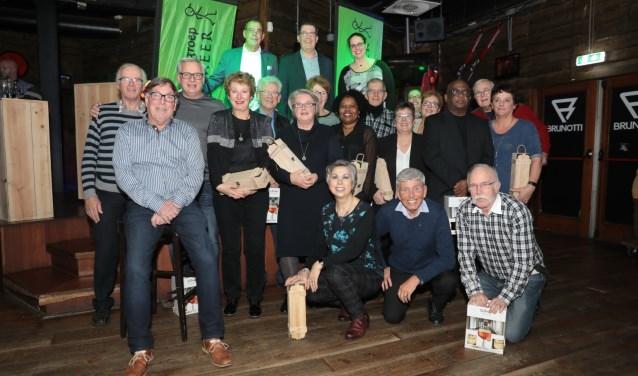 Sponsoren en vrijwilligers werden op de Nieuwjaarsbijeenkomst van de Sportief Wandelgroep Zoetermeer in het zonnetje gezet. Foto: Jan van Es