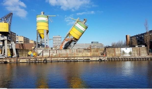 De markante silo's van Mebin zijn vorig jaar als gesloopt (foto: John vdHeijden).