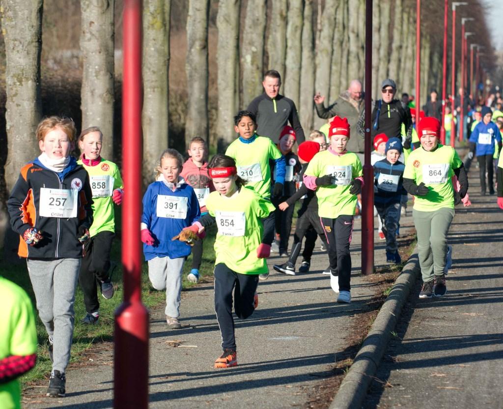Jonge hardlopers van de Kids Run in actie. Foto: stiefpaparazzi  © Postiljon