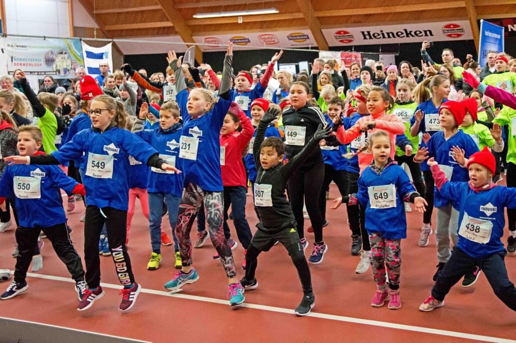 Warming up in Dekker Sport voor de Kids Run. Foto: stiefpaparazzi  © Postiljon