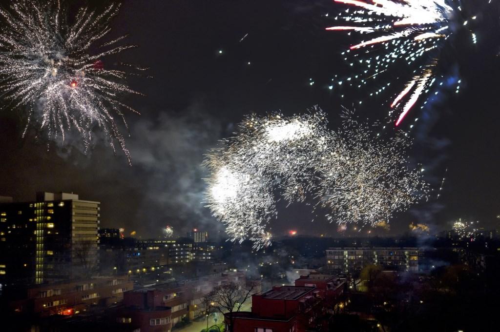 Vuurwerk boven Leidschendam-Voorburg (foto: Michel Groen).