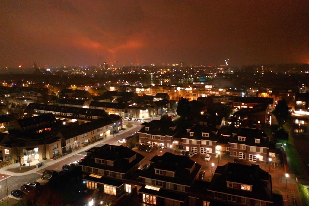 Vanuit Leidschendam was de vuurgloed zichtbaar van de uit de hand gelopen brandstapel in Scheveningen (foto: Mark-Peter Mansveld).  © Het Krantje