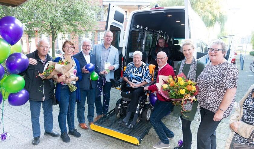 Veenhage, Weidevogelhof en de Stichting Vrienden van beide locaties hebben in 2018 de handen ineen geslagen om te sparen voor een eigen rolstoelbus.