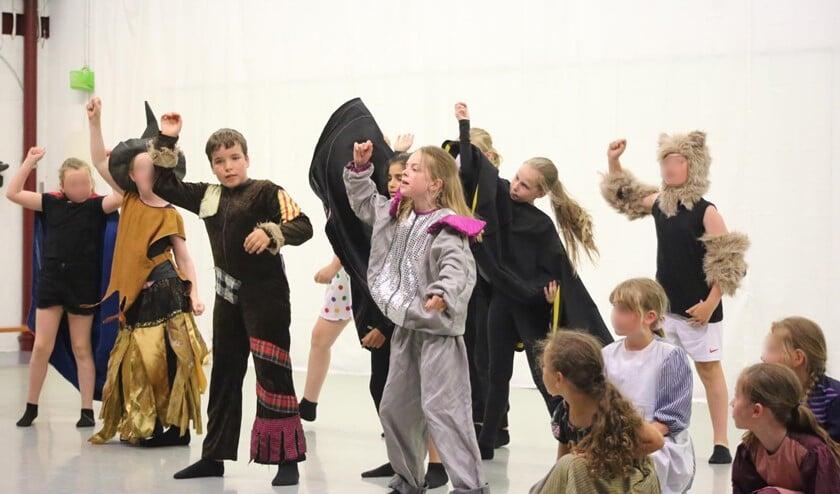 Eindpresentatie musical bij De Dansacker.
