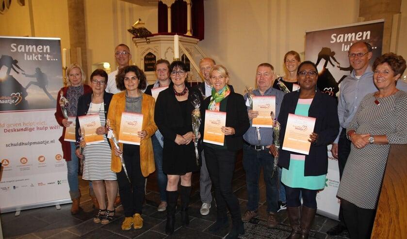 Tien SchuldHulpMaten ontvingen donderdag 26 september hun diploma als resultaat van een driedaagse cursus.
