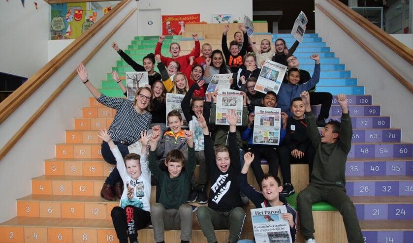 Het bezoek van de Telstar-verslaggever werd besloten met een groepsfoto inclusief de diverse landelijke en lokale kranten!