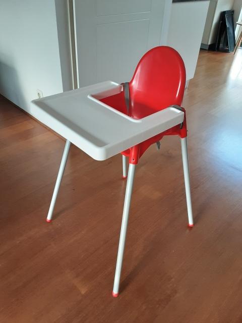 Te Koop Kinderstoel.Te Koop Rood Met Witte Kinderstoel Marktplein