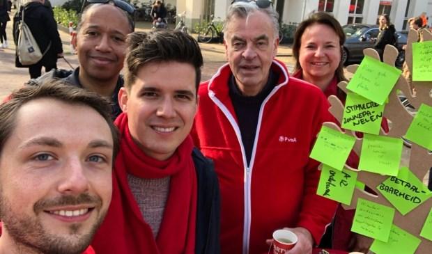 De fractie en het bestuur van de PvdA Leidschendam-Voorburg verzamelden duurzame ideeën en hingen die aan de wensboom