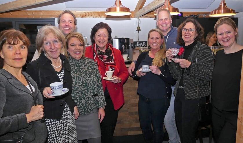 Overdracht van het koffiezetapparaat door de Lions Voorburg Prinses Marianne in De Boot (foto pr).