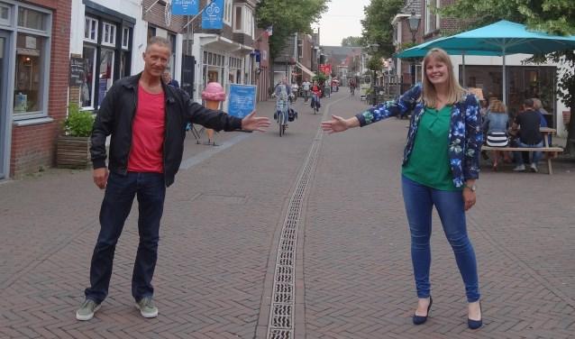 Organisatoren René van der Spek en Kirsten van Loon in de Dorpsstraat, het finishpunt van de Geuzenloop. 'Gemiste kans om dit jaar nog geen marathon in Zoetermeer te houden.' Foto: Suzanne van Leeuwen