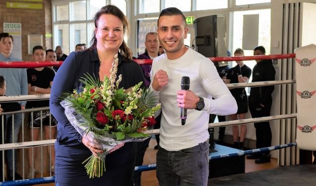 Wethouder Nadine Stemerdink (hier op de foto met organisator Nabil Sadeqi) opende het evenement en bekeek enkele wedstrijden (foto: Michel Groen).