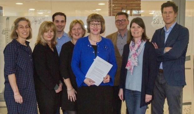 De samenwerkende huisartsen met wethouder Juliette Bouw (Foto: gemeent LV).