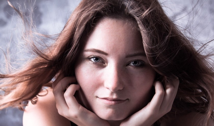 Suzanne Sanders is een song/writer uit Zoetermeer en schrijft haar eigen liedjes. Foto: pr