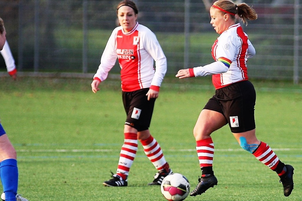 Aan de voetballoopbaan van Claudia v.d. Hulst (RKAVV Vrouwen) kwam abrupt een einde (archieffoto: AW).  © Het Krantje
