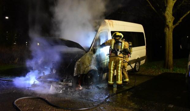 Weer één van de rolstoelbussen van Stichting Woej volledig uitgebrand (Foto: Regio15).