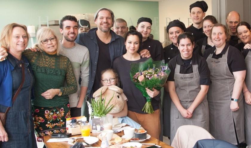 De ondernemers uit de Zoetermeerse Dorpsstraat hebben René van Kooten verrast. Foto: pr