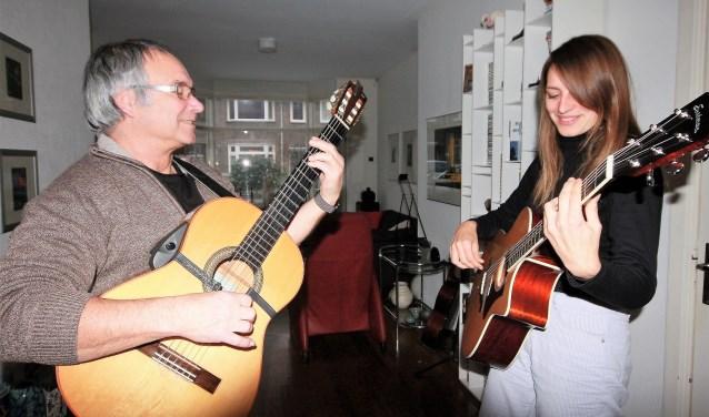 DIS in de huiskamer bij Marcel thuis waar regelmatig geoefend wordt (foto's: Alexander Wagener).