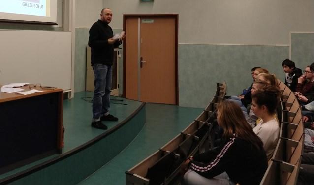 Voorafgaande aan de wedstrijd hebben de klassen een gastles gekregen van schrijver/dichter Gilles Boeuf. Foto: pr