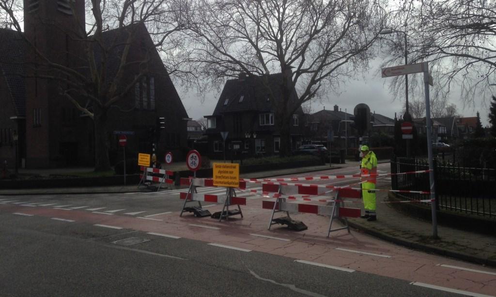 Het fietsverbod op de Eerste Stationsstraat geldt voor beide richtingen: hier aan de kant van de Oranjelaan/Karel Doormanlaan. Foto: Peter Zoetmulder  © Postiljon