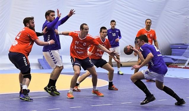 EHC speelde de partij rustig en professioneel uit naar een eindstand van 23-16 (tekst: Rik Hessing / foto: Don Wubben).