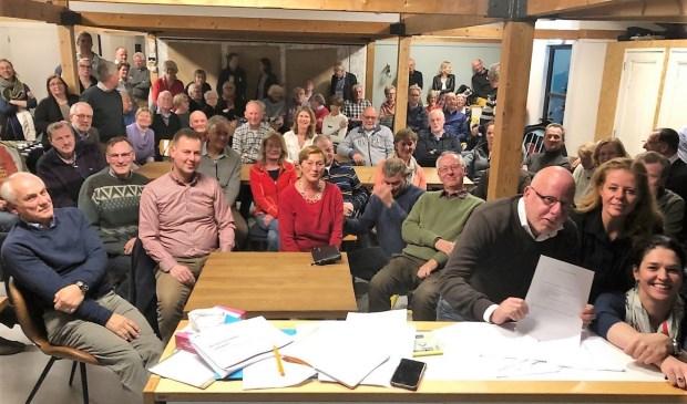 In Wijkcentrum de Boot vond een druk bezochte bijeenkomst plaats van tegenstanders van een mogelijke extra brug over de Vliet en voorstanders van een betere verkeersdoorstroming in Leidschendam Centrum (foto: pr).