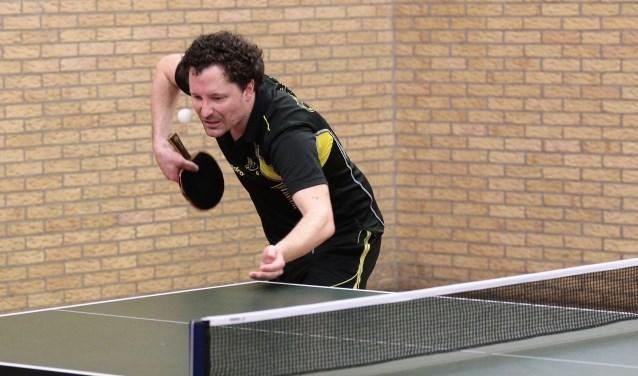 Invallend oud-lid van het 1e Werff Thomas had een periode niet gespeeld, dus hij moest er hard aan trekken (foto: Remco Bruijne).