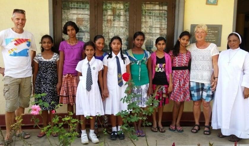 Jolanda en haar man Koert genieten van de vrolijke, dankbare mensen in Sri Lanka.