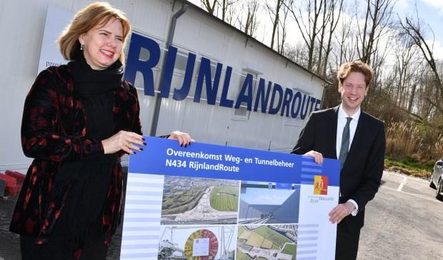 V.l.n.r. minister Cora van Nieuwenhuizen en gedeputeerde Floor Vermeulen (foto: PZH).