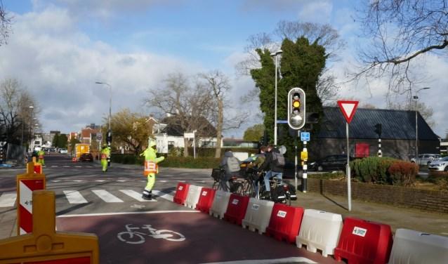 De zogeheten 'barriers', als (tijdelijke) maatregel aan het einde van de Eerste Stationsstraat bij de bocht naar de Karel Doormanlaan. Foto: Jan van Es